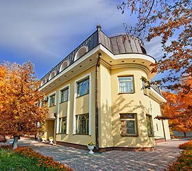 Гостиница Нефтяник на Толстого